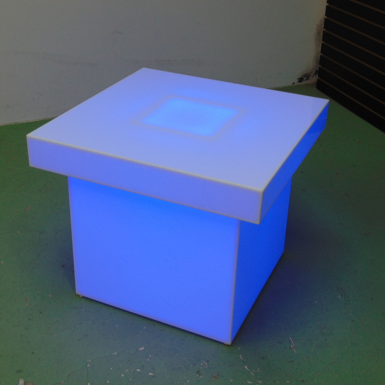 Light Up 28x28 Table EZ Load